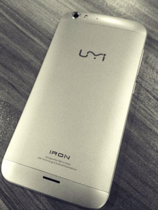 UMi Iron : Helio X10, 3 Go de RAM, corps en aluminium